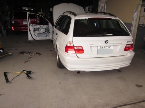 BMW 318i ツーリング ウインドレギュレータ交換