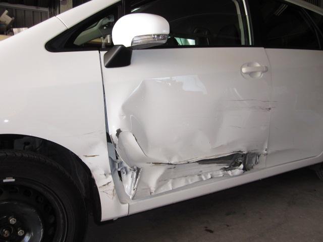 トヨタ ラクティス 事故 鈑金修理